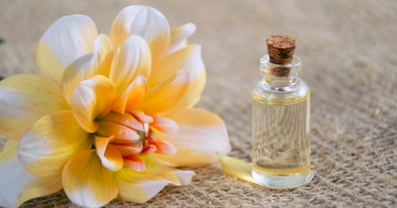 cosmetic-oil-3352166_1920